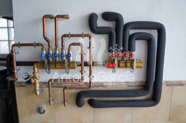 Instalación de climatización por aerotermia Daikin con suelo radiante/refrescante Uponor